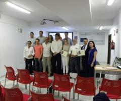 Los premiados posan junto a la concejala y los miembros del jurado.