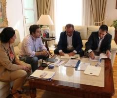 La firma del contrato se ha llevado a cabo en el despacho de Alcaldía.
