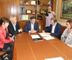 La firma ha tenido lugar en la sala noble del Ayuntamiento.