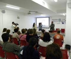 Piña se dirige a los alumnos durante la presentación de los cursos.