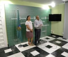 Labao, junto al secretario de la Junta de Gobierno Local, Jesús Lupiáñez.