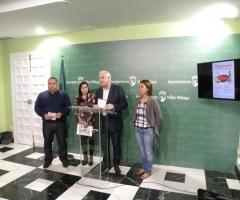 Los concejales, junto al jefe de estudios de la Escuela de Hostelería, Antonio Garrido.