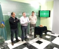 Molina, junto a los organizadores, durante la presentación del evento.