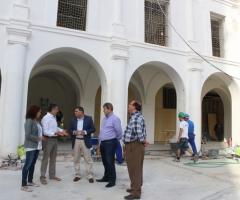 Moreno Ferrer y García, junto a técnicos municipales y responsables de la empresa constructora.