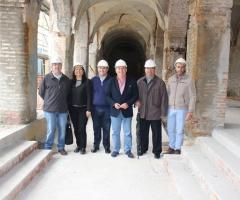 Delgado Bonilla y Labao, junto a los técnicos municipales y de la empresa constructora.
