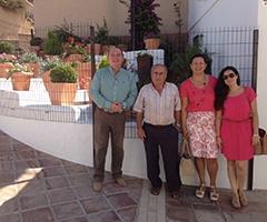 El alcalde y las concejalas, durante su visita.