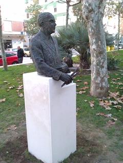 La estatua de Antonio de Vélez es obra del artista norteamericano Hamilton Reed Armstrong.